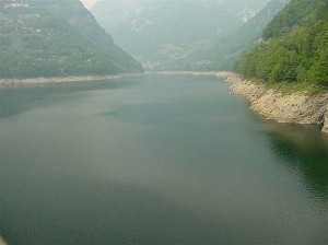 Lake Vogorno is 6 km long