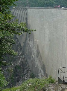 View of the dam from the parking lot